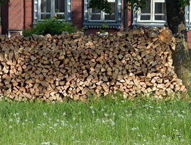 opbevaring af træ til i brændeovn og pejs
